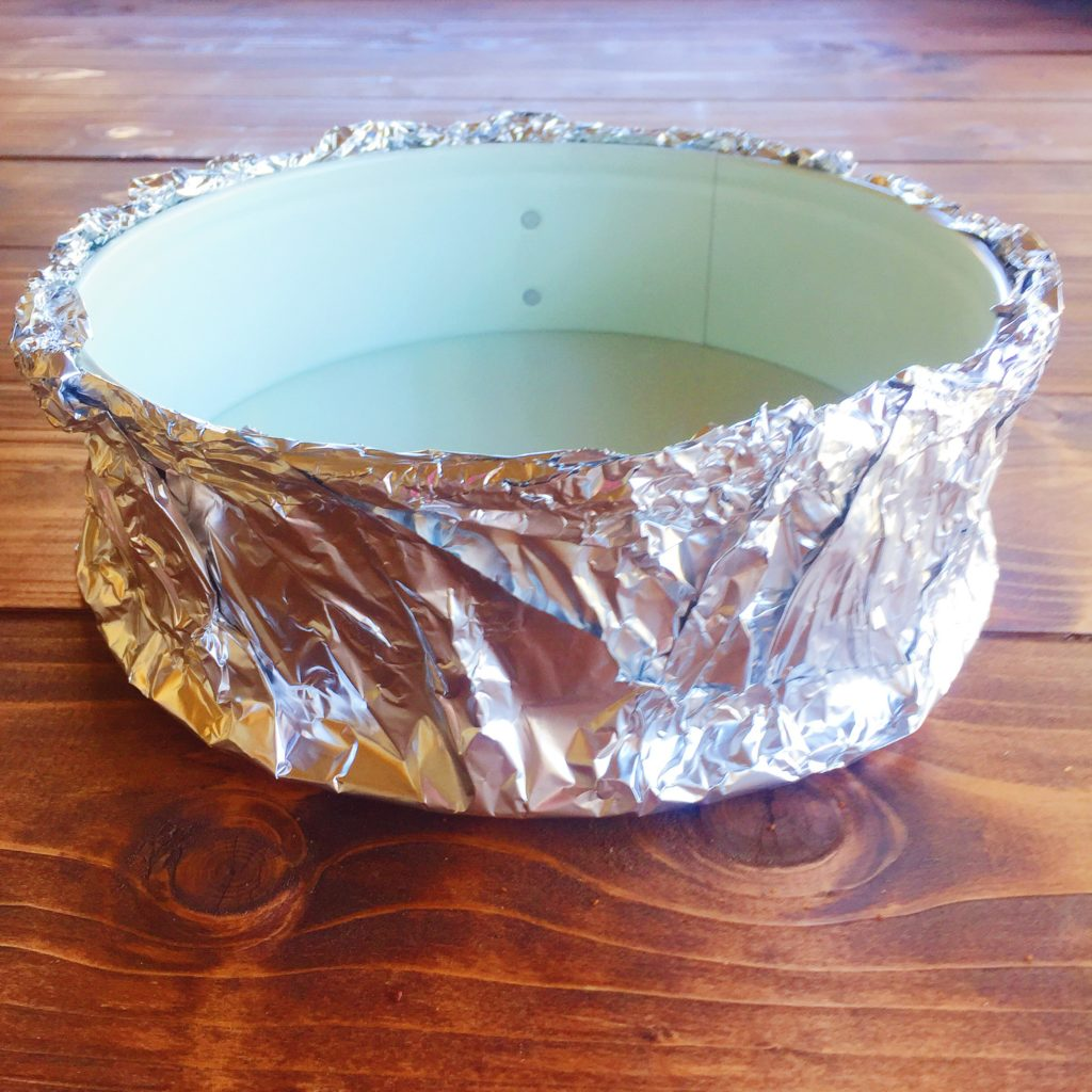 base to make cheesecake with outer aluminum foil