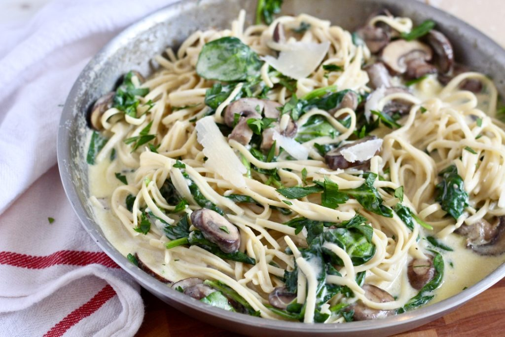 chickpea linguine with mushrooms and spinach in truffle mushroom pasta