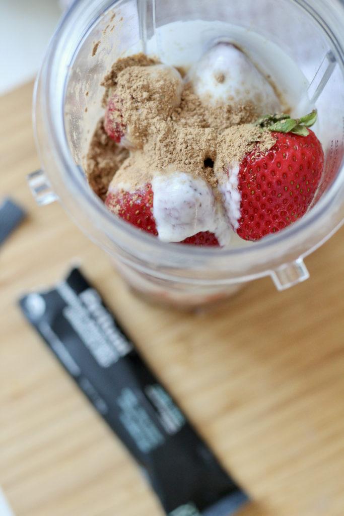 adaptogenic mushrooms in strawberry smoothie